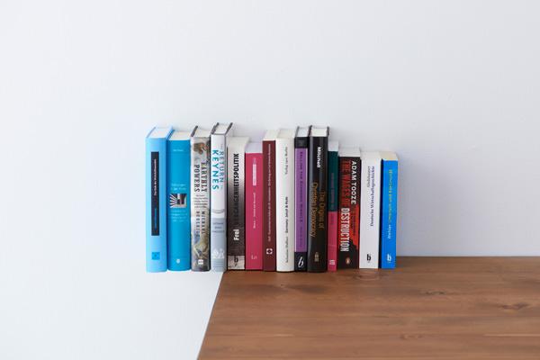 [书架设计]视觉错位夹钳式书架